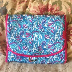 LILLY PULITZER toiletries Hang Organizer Tri-Fold